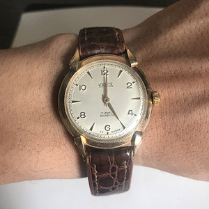 玫瑰金男腕表