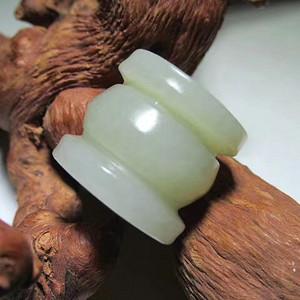 开门到代 晚清 和田玉 福珠  玉质细腻造型丰满 手感油润  略有石柳