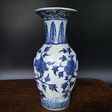 清代 青花牡丹洞石花卉瓶