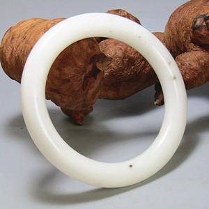 和田一级白玉籽料手镯 圆条手镯白度润度极佳
