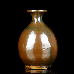8清代紫金釉玉壶春瓶