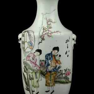 23民国粉彩时装仕女纹兽耳瓶