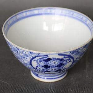 皮球花纹青花碗