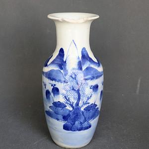 青花山水纹瓶