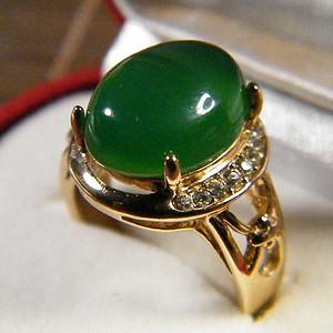 玻璃底翠绿玉髓大戒指