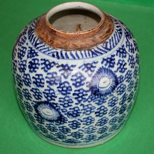 青花草文罐