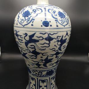 精致青花瓶