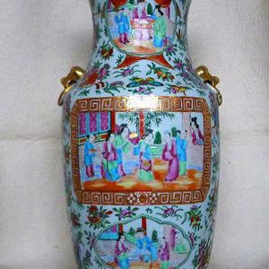 清中期  广彩狮耳开光人物大瓶 精品