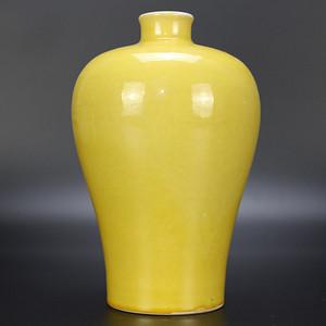 欧亚回流黄釉梅瓶