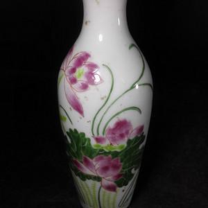 粉彩观音瓶子