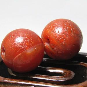 唐代 红玛瑙珠 两颗包浆熟厚