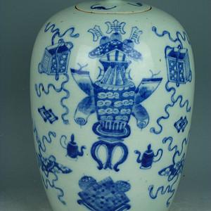 清中晚期豆青釉青花博古纹冬瓜罐
