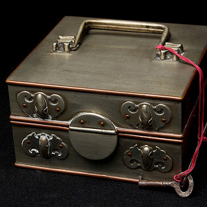 金牌 超美,白铜,蝙蝠纹箱