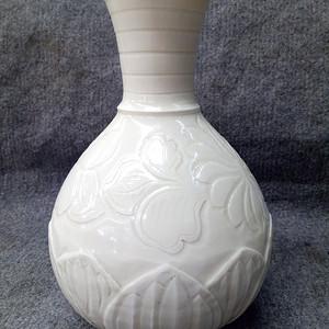 联盟 定窑莲花瓶