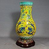 清代黄地素三彩双龙戏珠浮雕海棠瓶