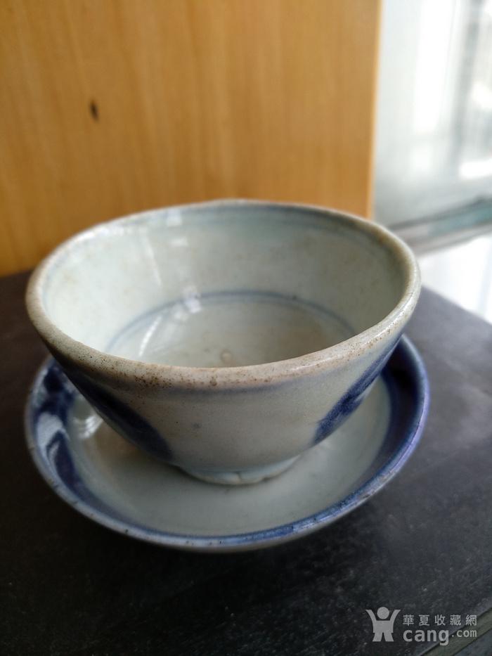 清代青花小茶杯和一小碟。图7