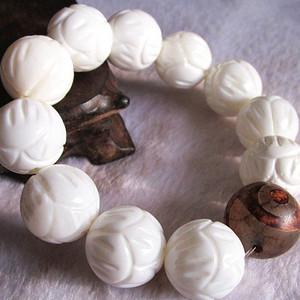 有些年头 天然 深海一级白 雕花砗磲 配 三眼老天珠 手串