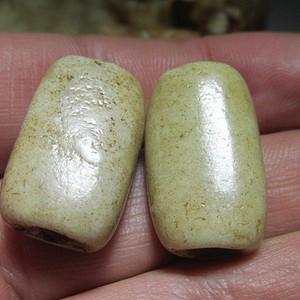 开门到代 遼金时期 鸡骨白玉 对珠 玉质细腻 包浆老道