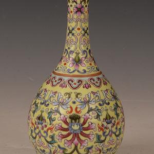 欧洲回流粉彩花卉图案描金天球瓶