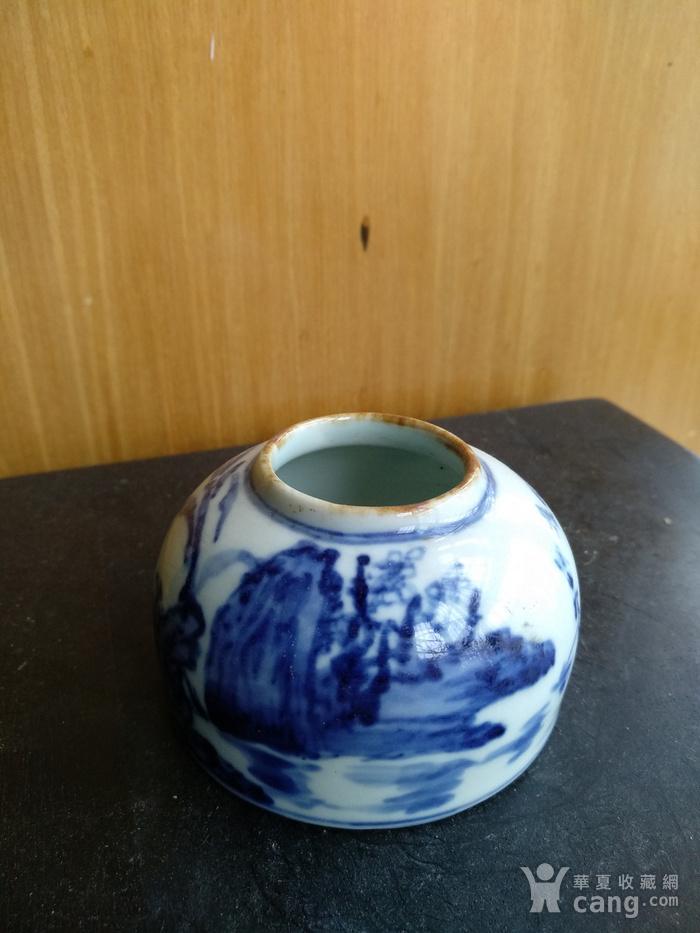 文房佳器。清晚 民国马蹄型青花水盂,高:4Cm,底径6.8Cm。图2