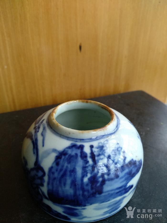 文房佳器。清晚 民国马蹄型青花水盂,高:4Cm,底径6.8Cm。图4