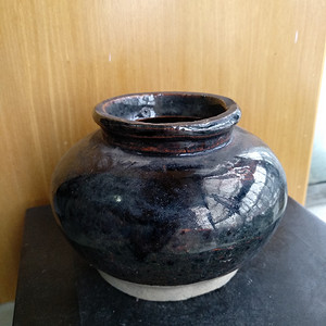 清早期紫釉水呈,高:8.2Cm文房佳器。