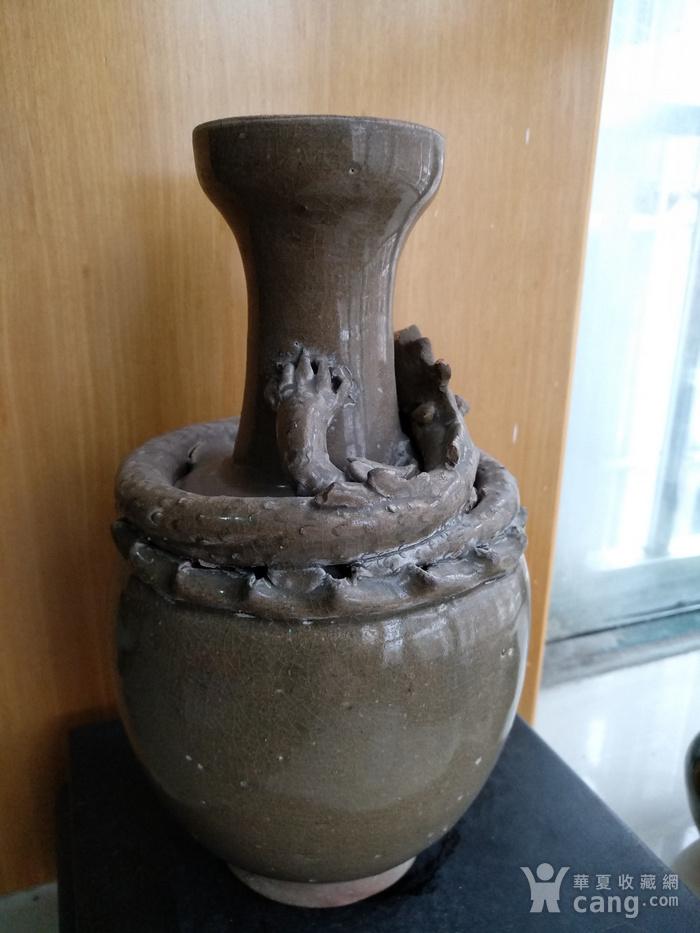 宋龙泉窑系盘龙瓶。高23Cm。图3