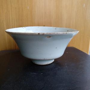 元枢府釉小底足折腰碗,高5.5Cm,口径11.4. 11Cm。
