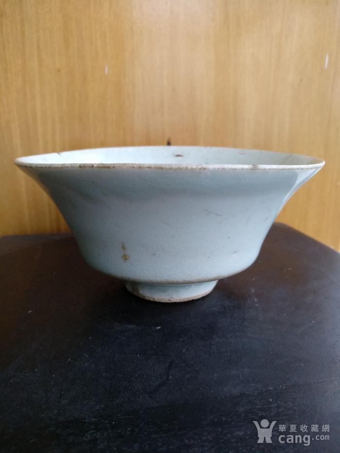 元枢府釉小底足折腰碗,高5.5Cm,口径11.4. 11Cm。图3