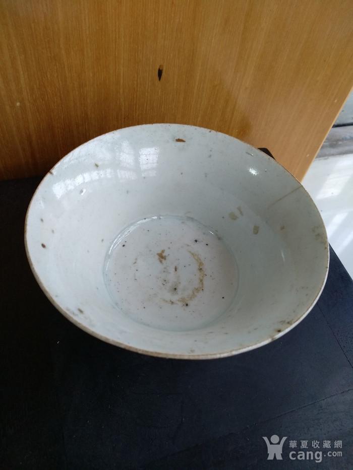 元枢府釉小底足折腰碗,高5.5Cm,口径11.4. 11Cm。图4
