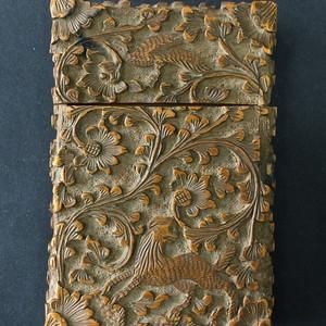 8067欧洲回流胡桃木高浮雕名片盒