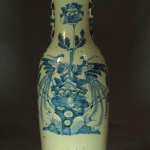 清300件豆青釉青花牡丹双凤纹狮耳瓶