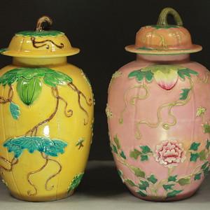 瓜瓞绵绵纹雕瓷冬瓜罐两个