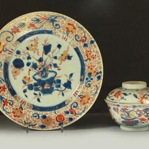 清早期青花矾红描金花卉纹盘盖碗