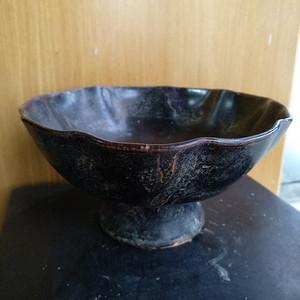元黑釉小高足荷叶碗 。口径14.2,高8Cm
