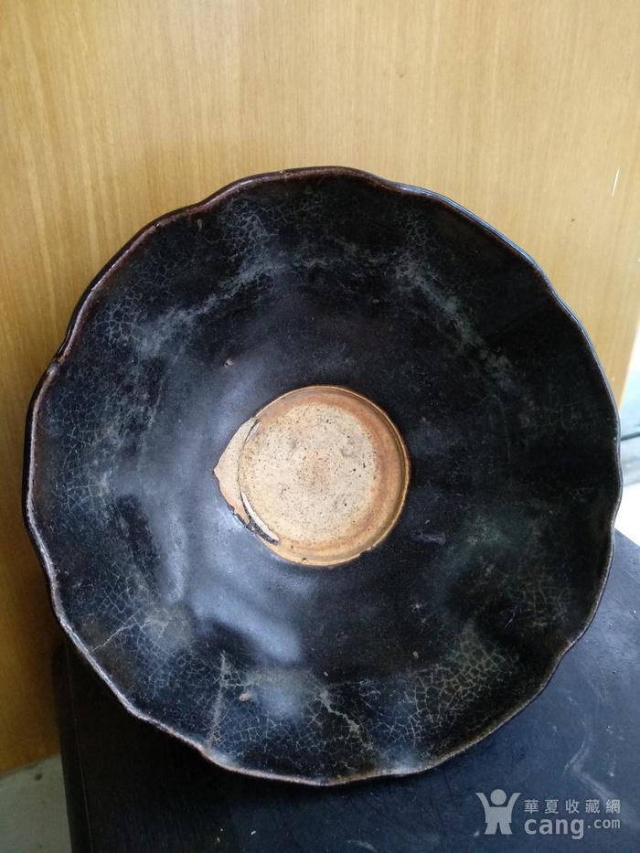 元黑釉小高足荷叶碗 。口径14.2,高8Cm图3