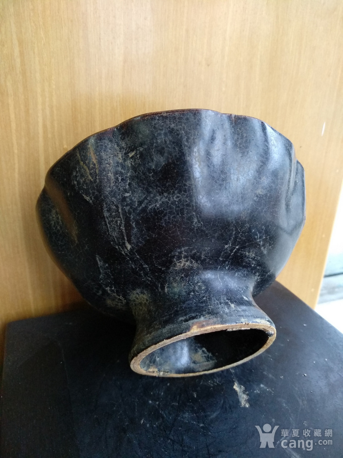 元黑釉小高足荷叶碗 。口径14.2,高8Cm图4