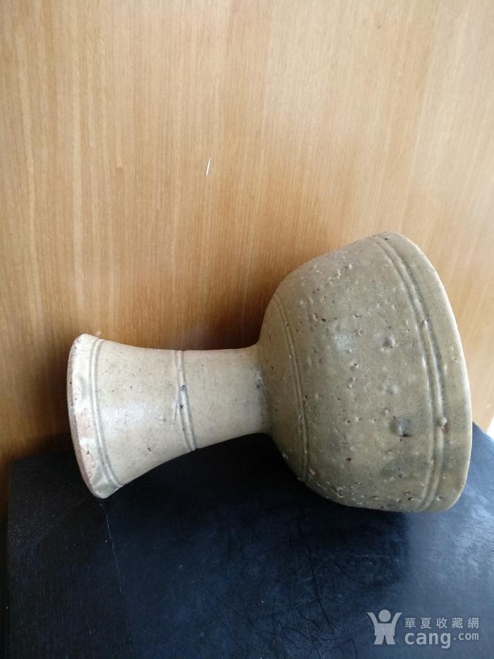 元 明青黄釉高足杯,高10.3Cm,口径9Cm。图6