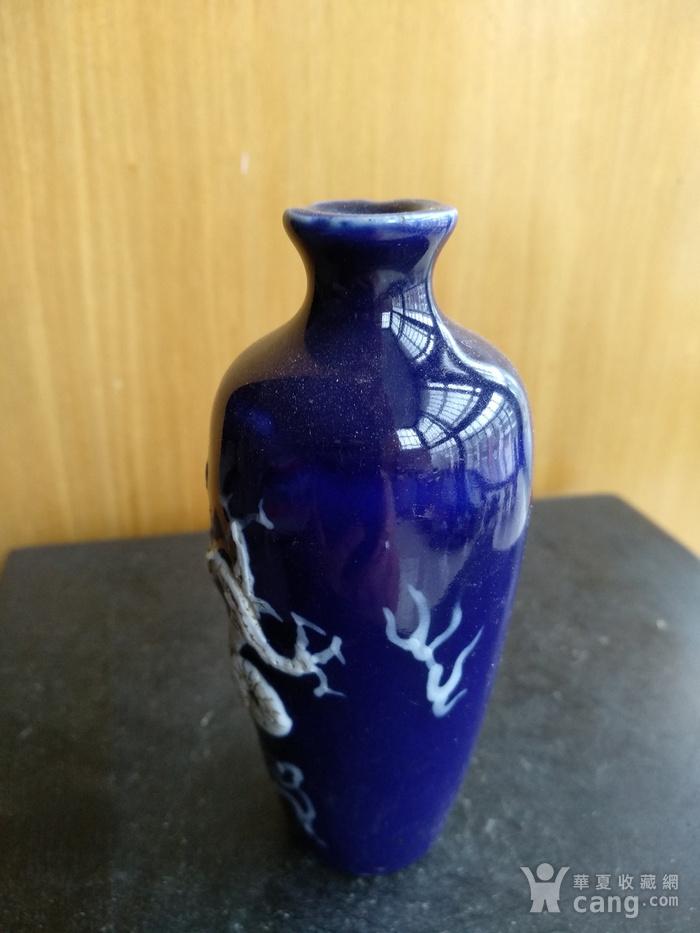明晚 清早期蓝釉堆白龙纹小梅瓶。高9.9Cm图4