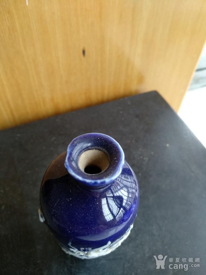 明晚 清早期蓝釉堆白龙纹小梅瓶。高9.9Cm图5