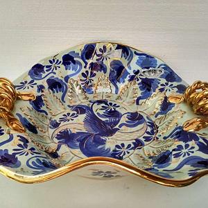 欧洲艺术瓷:比利时皇家瓷青花吉祥鸟镀金麻花圈耳奇异盘 17