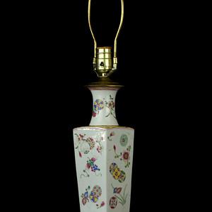 20民国粉彩花卉纹四方瓶台灯