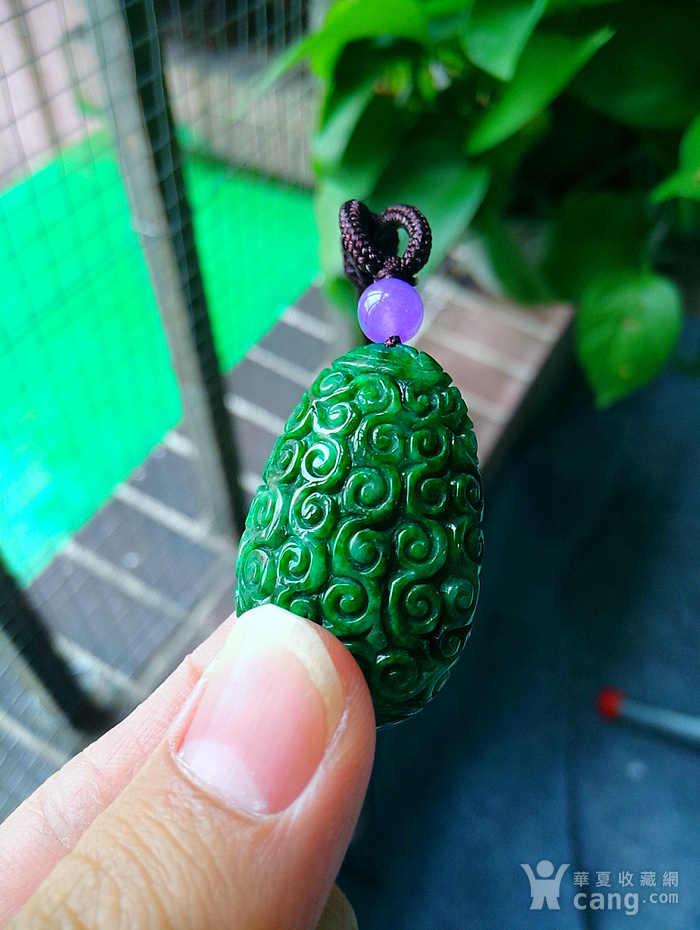 冰润辣绿精雕蛋型吊坠图1