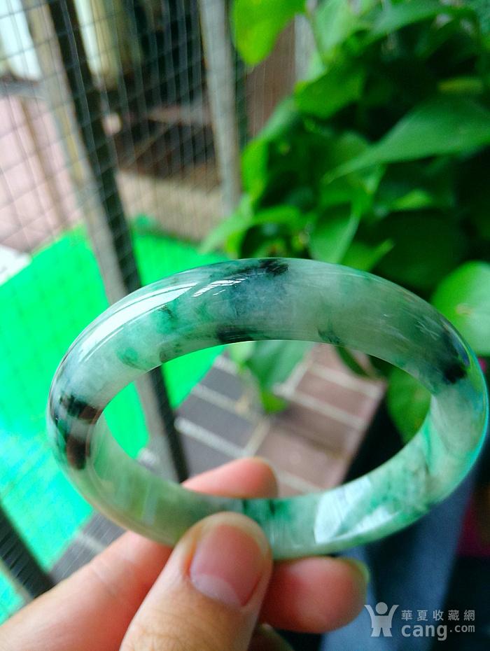 冰润飘阳绿宽边手镯图1