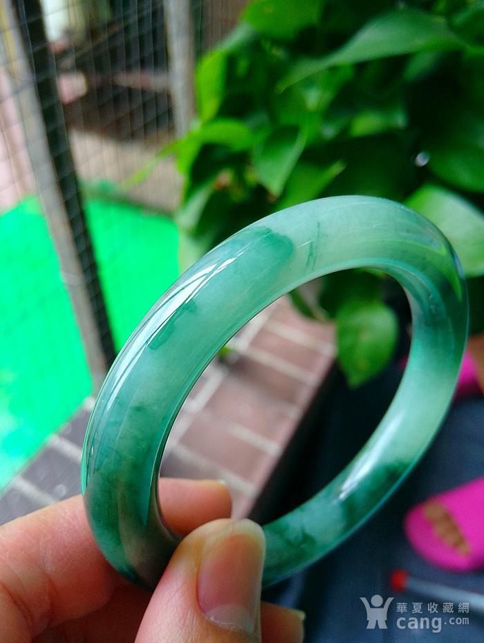 冰润飘辣绿圆条手镯图3