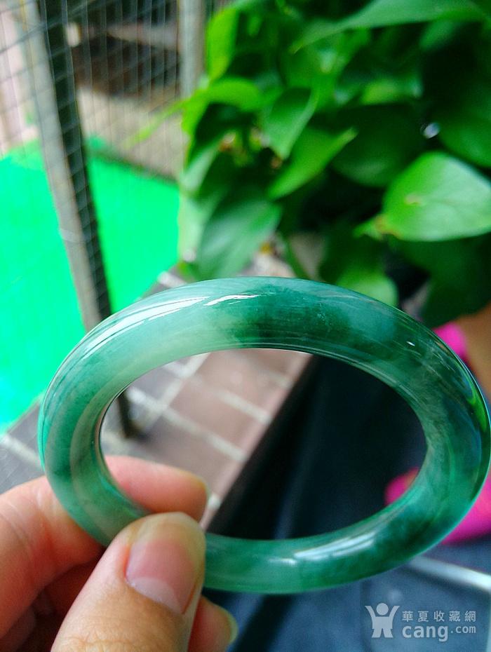 冰润飘辣绿圆条手镯图4