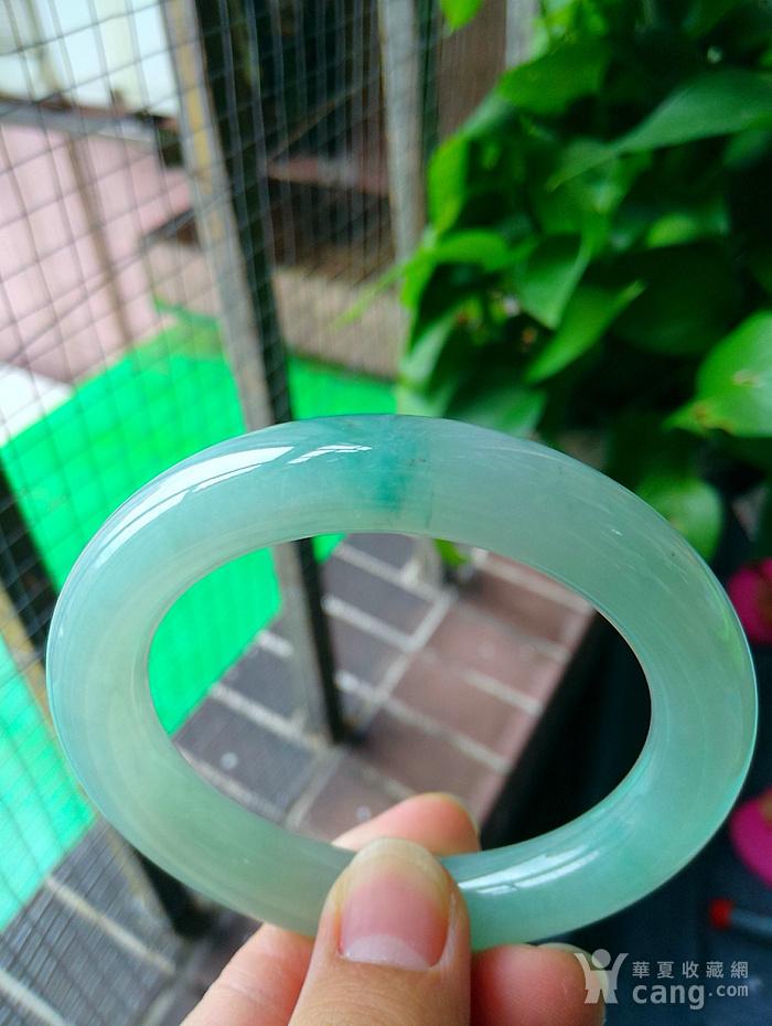 冰润飘绿圆条手镯图1