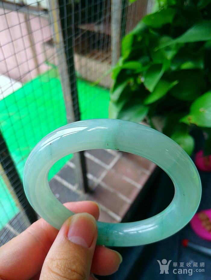 冰润飘绿圆条手镯图2
