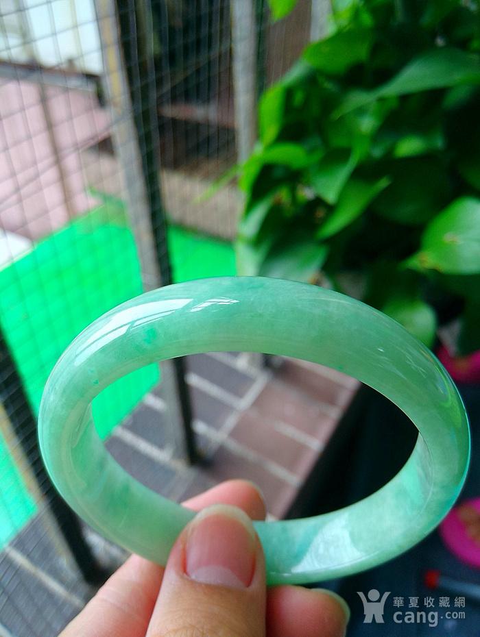 冰润飘阳绿宽边手镯图2