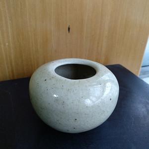 清 民哥釉水盂,高:4,9Cm,胴径:6.8Cm。文房佳器。